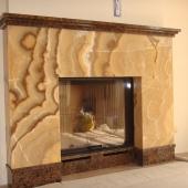 Оригинальный камин из мрамора