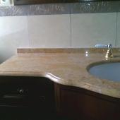 Столешница из камня для умывальника в ванной