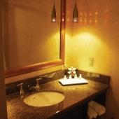 Полка из мрамора для ванной комнаты