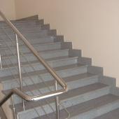 Лестница из серого мрамора