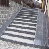 Лестница из покостовского гранита
