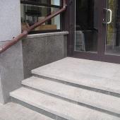 Облицовка ступеней и фасада богуславским гранитом