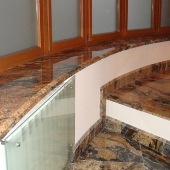 Мраморные подоконник и лестница